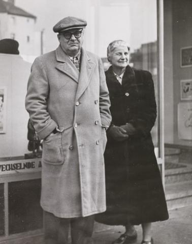 Willi Baumeister with gallerist Hanna Bekker vom Rath