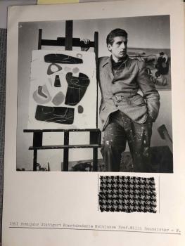 Fritz Seitz und Leinwand mit Stoffausschnitt