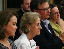 Felicitas Baumeister (2. v. li.) in Begleitung von Petra von Olschowski (li.), Jochen Gutbrod und Hadwig Goez.