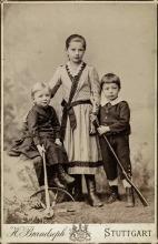 Geschwister Baumeister: Willi mit Klara und Hans, um 1893